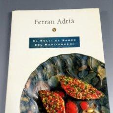 Libros de segunda mano: FERRAN ADRIA - EL BULLI SABOR DEL MEDITERRANI - CON MENU - FIRMADO POR JULI - RECORTES PRENSA. Lote 241739660