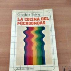 Libros de segunda mano: LA COCINA DEL MICROONDAS. Lote 244457815