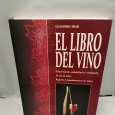 Livros em segunda mão: EL LIBRO DEL VINO: CÓMO HACERLO, EMBOTELLARLO Y ENVEJECERLO. EL ARTE DE BEBER. Lote 251789685