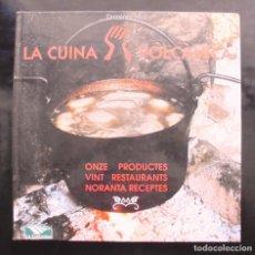 Libros de segunda mano: LA CUINA VOLCÀNICA. ONZE PRODUCTES, VINT RESTAURANTS, NORANTA RECEPTES DOMÈNEC MOLI 1995. Lote 252663380
