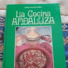 Libros de segunda mano: LA COCINA ANDALUZA- MIGUEL SALCEDO HIERRO - EDITORIAL NEBRIJA 1984. Lote 263158125