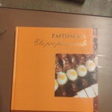 Libros de segunda mano: PASTISSERIA. ELS PROFESSIONALS . CATALÀ/CASTELLANO.. Lote 263217925
