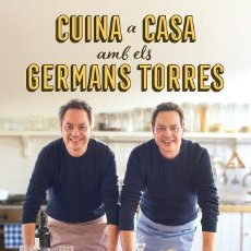 Libros de segunda mano: CUINA A CASA AMB ELS GERMANS TORRES (CATALÁN). Lote 293938713