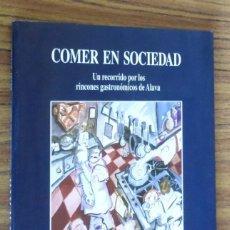 Libros de segunda mano: COMER EN SOCIEDAD - UN RECORRIDO POR LOS RINCONES GASTRONÓMICOS DE ALAVA - PATXI ANTÓN. Lote 294985648