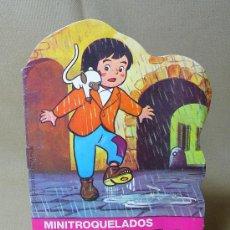 Libros de segunda mano: LIBRO INFANTIL, MINI TROQUELADOS, MARCO, Nº 1, DIA DE LLUVIA, BRUGUERA, 1976. Lote 22228935