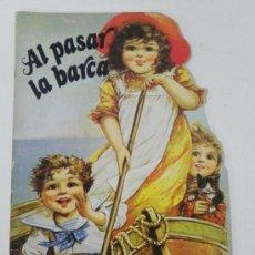 Libros de segunda mano: ANTIGUO CUENTO TROQUELADO AL PASAR LA BARCA, ED. PLAZA JOVEN, EDICION DE 1986, MUY BONITOS Y GRANDES. Lote 34653907