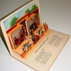 Libros de segunda mano: ANTIGUO LIBRO JUGUETE O POP UP BOOK - EN EL PARQUE ZOOLOGICO - AÑOS 50 - CON DIORAMAS EN RELIEVE Y . Lote 38234911