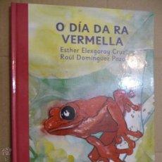 Libros de segunda mano: O DÍA DA RA BERMELLA ( GALEGO). ESTHER ELEXGARAY CRUZ/RAÚL DOMÍNGUEZ PAZO. EDIT. A FORTIORI. 2005. Lote 52989764