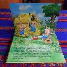 Libros de segunda mano: LOS TRES CERDITOS, UN LIBRO EN 3 DIMENSIONES POR TONY WOLF. PRECIOSOS DESPLEGABLES. RARO.. Lote 54673368