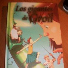 Libros de segunda mano: LOS GIGANTES DE GROIL. JULIA DONALDSON. ILUSTRACIONES: J.M. KEN NIIMURA . Lote 71488603
