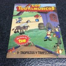 Libros de segunda mano: LOS TROTAMUSICOS Nº 9 , TROPIEZOS Y TRAPECIOS. Lote 288614273