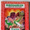Libros de segunda mano: DINOSAURIOS LIBRO DE PEGATINAS ADHESIVOS SALDAÑA 1993 NUEVO. Lote 84952196