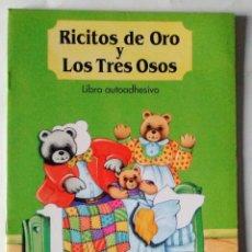 Libros de segunda mano: RICITOS DE ORO Y LOS TRES CERDITOS LIBRO AUTOADHESIVO SALDAÑA 1992 PRECIOSOS DIBUJOS NUEVO. Lote 85024572