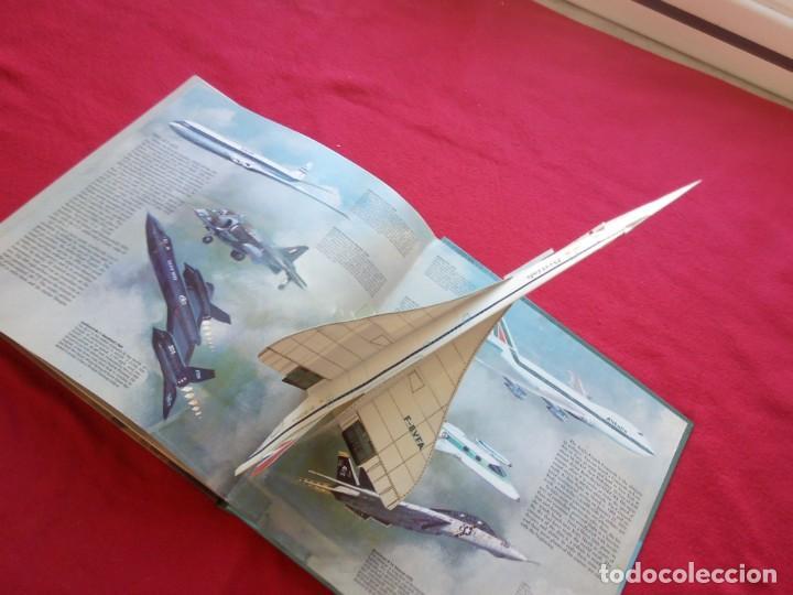 Libros de segunda mano: GRAN LIBRO CON 8 DIORAMAS 29 CMS FLIGHT GREAT 'PLANES 1985 900 GRS - Foto 2 - 105167235