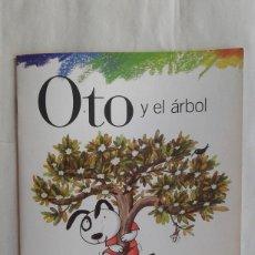 Libros de segunda mano: OTO Y EL ARBOL,SANTILLANA,ESCRITO POR ELISA MARISCAL,DIBUJADO POR TERESA NOVOA,AÑO 2003. Lote 112858314