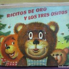 Libros de segunda mano: RICITOS DE ORO Y LOS TRES OSITOS. LOS TRES CERDITOS. CUENTO CON ILUSTRACIONES SORPRESA. ARTIA 1960.. Lote 110955675