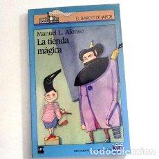 Libros de segunda mano: LA TIENDA MÁGICA - LIBRO EL BARCO DE VAPOR SM - CUENTO INFANTIL ILUSTRADO BUEN ESTADO MANUEL ALONSO. Lote 112912991