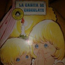 Libros de segunda mano: LA CASITA DE CHOCOLATE. CUENTOS TROQUELADOS TORAY N° 10. AÑO 1978. ILUSTRADO POR MARÍA PASCUAL. PESO. Lote 118399314