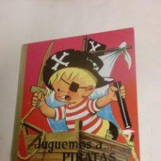 Libros de segunda mano: CUENTO DESPLEGABLE: JUGUEMOS A PIRATAS. EDITORIAL MOLINO 1965. . Lote 119031359