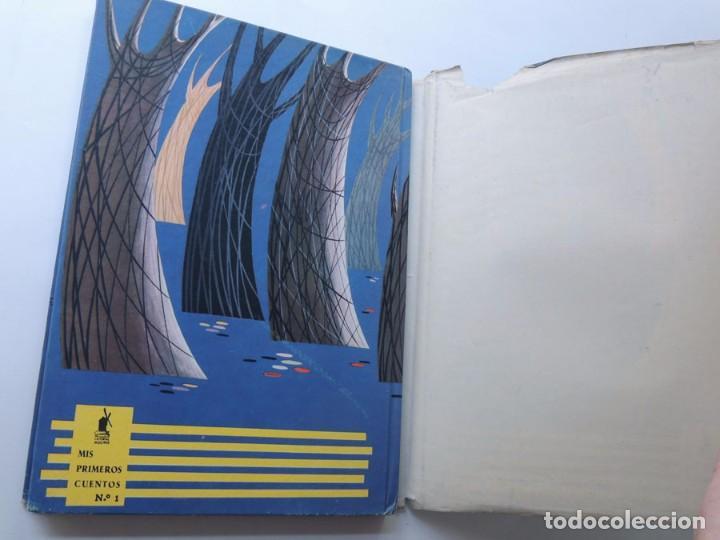Libros de segunda mano: CAPERUCITA ROJA ( Cuentos de Perrault ) ILUSTRADOR - PABLO RAMIREZ / ED. MOLINO - MIS PRIMEROS CUENT - Foto 4 - 126767803