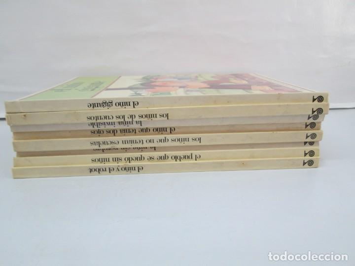 Libros de segunda mano: 8 LIBROS. LOS DERECHOS DEL NIÑO. EDICION ALTEA. 1978. CUENTOS. LA NIÑA SIN NOMBRE, EL NIÑO GIGANTE.. - Foto 2 - 136278302