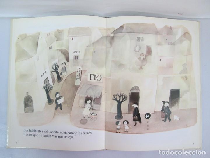 Libros de segunda mano: 8 LIBROS. LOS DERECHOS DEL NIÑO. EDICION ALTEA. 1978. CUENTOS. LA NIÑA SIN NOMBRE, EL NIÑO GIGANTE.. - Foto 28 - 136278302