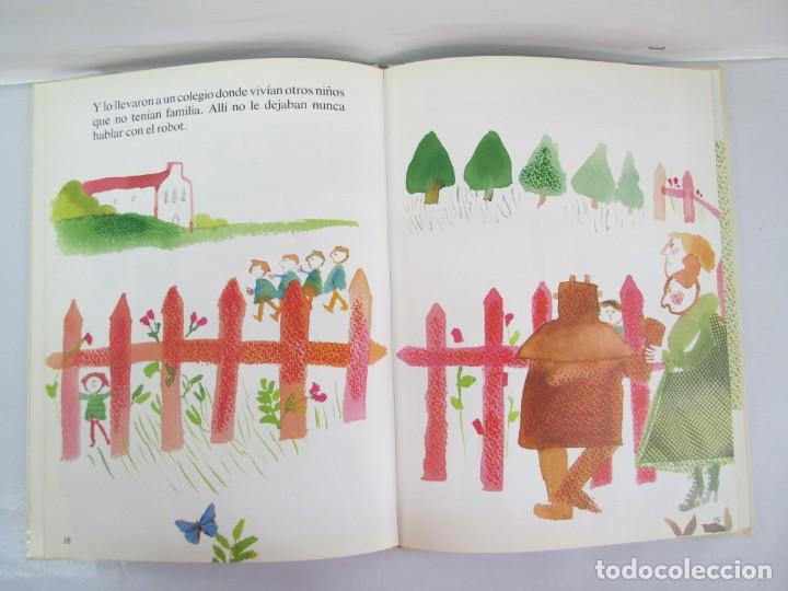 Libros de segunda mano: 8 LIBROS. LOS DERECHOS DEL NIÑO. EDICION ALTEA. 1978. CUENTOS. LA NIÑA SIN NOMBRE, EL NIÑO GIGANTE.. - Foto 39 - 136278302