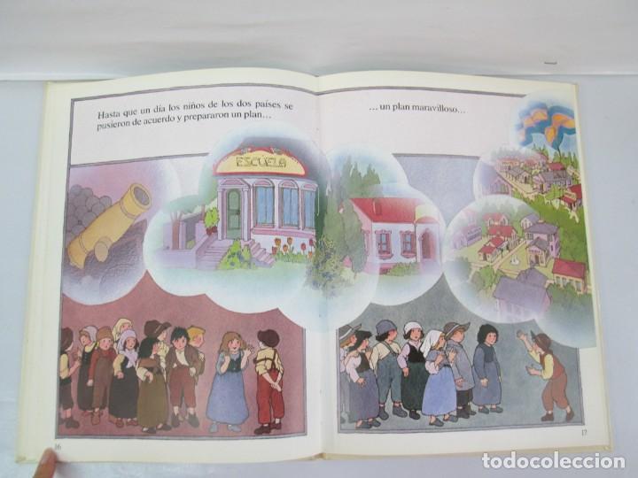 Libros de segunda mano: 8 LIBROS. LOS DERECHOS DEL NIÑO. EDICION ALTEA. 1978. CUENTOS. LA NIÑA SIN NOMBRE, EL NIÑO GIGANTE.. - Foto 50 - 136278302