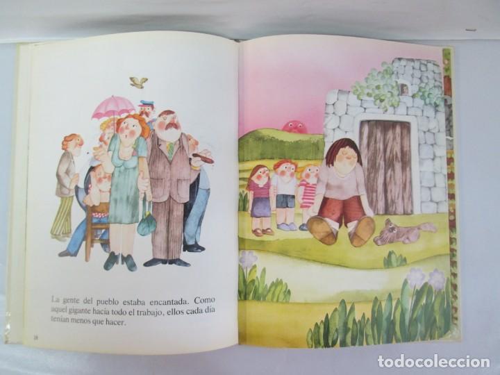 Libros de segunda mano: 8 LIBROS. LOS DERECHOS DEL NIÑO. EDICION ALTEA. 1978. CUENTOS. LA NIÑA SIN NOMBRE, EL NIÑO GIGANTE.. - Foto 72 - 136278302