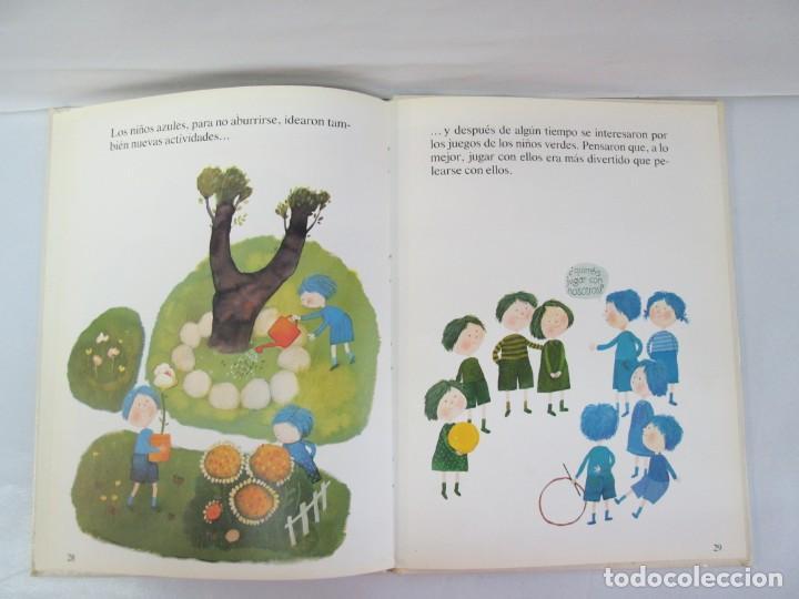 Libros de segunda mano: 8 LIBROS. LOS DERECHOS DEL NIÑO. EDICION ALTEA. 1978. CUENTOS. LA NIÑA SIN NOMBRE, EL NIÑO GIGANTE.. - Foto 84 - 136278302