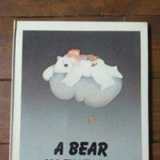Libros de segunda mano: A BEAR IN THE AIR - 1979. Lote 142423186