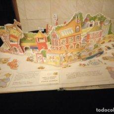 Libros de segunda mano: RICHARD SCARRY EL MAYOR LIBRO EN TRES DIMENSIONES 1998. EN PORTUGUÉS.. Lote 143737498
