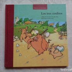 Libros de segunda mano: LOS TRES CERDITOS. ADAPTACIÓN DE MERCÈ ESCARDÓ I BAS. ILUSTRACIONES DE PERE JOAN. 1998. Lote 149211798