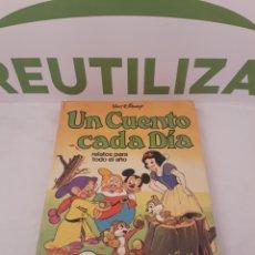 Libros de segunda mano: UN CUENTO CADA DIA.RELATOS PARA TODO EL AÑO.1980.. Lote 157228638