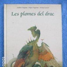 Libros de segunda mano: LES PLOMES DEL DRAC - CON ILUSTRACIONES DE ANDREI DUGUIN I OLGA DUGUINA, EN CATALAN, EXCELENTE ESTAD. Lote 158608270