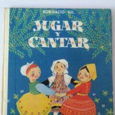 Libros de segunda mano: ANTIGUO Y PRECIOSO LIBRO - JUGAR Y CANTAR - DE BONIFCACIO GIL - AGUILAR - 1956 - ADIVINANZAS, CANCIO. Lote 177234595
