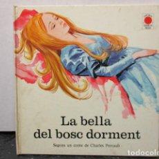 Libros de segunda mano: LA BELLA DEL BOSC DORMENT CHARLES PERRAULT ESCRITO EN VALENCIANO. Lote 160202950