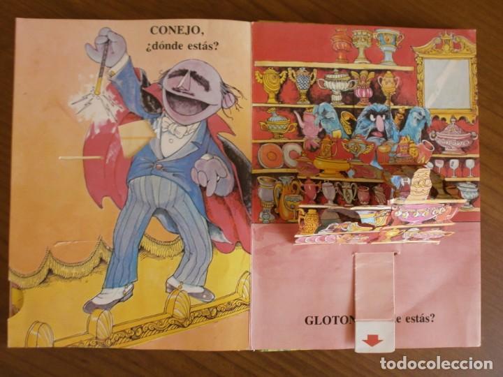 Libros de segunda mano: CUENTO POP-UP ¿ DÓNDE ESTÁ EL MONSTRUO DE LAS GALLETAS ? - COLECCIÓN BARRIO SÉSAMO - ED. MONTENA. - Foto 8 - 171702855