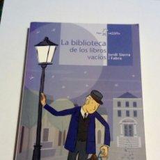 Libros de segunda mano: LA BIBLIOTECA DE LOS LIBROS VACÍOS JORDI SIERRA FABRA ALGAR. Lote 173028888