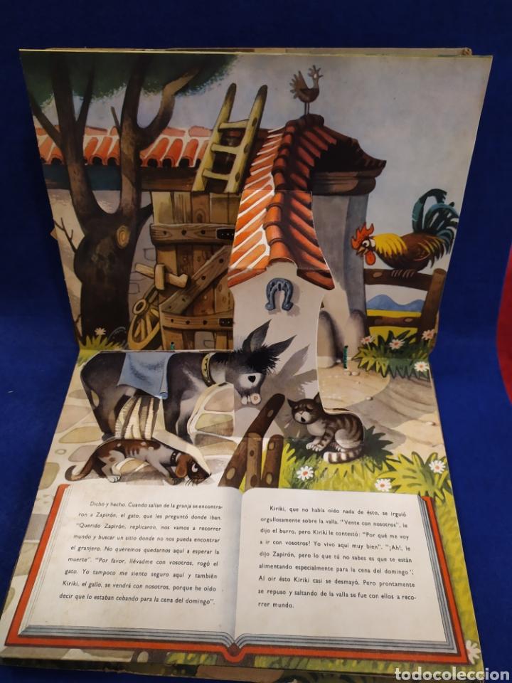 Libros de segunda mano: LOS FUGITIVOS Y LOS LADRONES. CUENTO TROQUELADO, POP UP, DIORAMA. 1966 - Foto 3 - 177195117