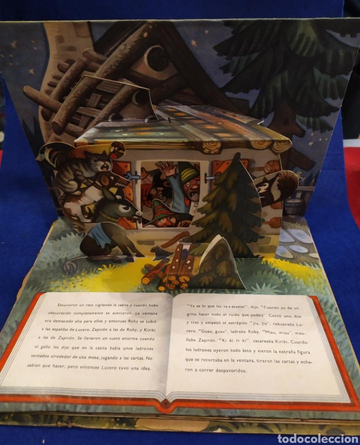 Libros de segunda mano: LOS FUGITIVOS Y LOS LADRONES. CUENTO TROQUELADO, POP UP, DIORAMA. 1966 - Foto 4 - 177195117