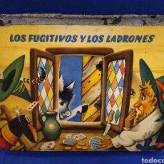 Libros de segunda mano: LOS FUGITIVOS Y LOS LADRONES. CUENTO TROQUELADO, POP UP, DIORAMA. 1966. Lote 177195117