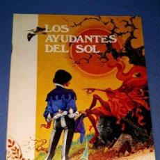 Libros de segunda mano: LOS AYUDANTES DEL SOL DE CUENTOS FHER AÑO 1971 PRIMERA EDICION GRAN FORMATO ORIGINAL. Lote 179139055