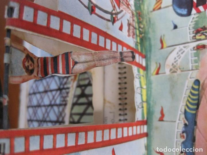 Libros de segunda mano: precioso cuento animado pop up diorama desplegable . dia de fiesta ed cervantes - Foto 7 - 183390456