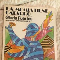Libros de segunda mano: GLORIA FUERTES FIRMADO Y DEDICADO LA MOMIA TIENE CATARRO. Lote 183438852