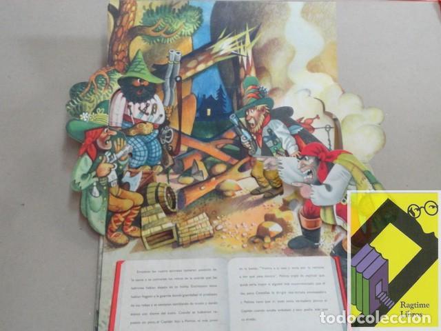 Libros de segunda mano: Los fugitivos y los ladrones (Cuento EN RELIEVE) - Foto 4 - 182857595