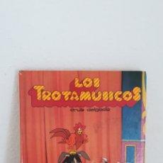 Libros de segunda mano: LIBRO DE LOS TROTAMUSICOS. CRUZ DELGADO. AÑO 1989. GRUPO ANAYA. Lote 194220488