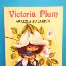 Libros de segunda mano: VICTORIA PLUM ARREGLA SU JARDÍN. ANGELA RIPPON. PUBLICACIONES GAMA, S.A.. Lote 194694247