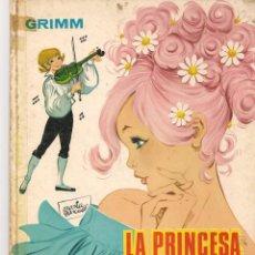 Libros de segunda mano: GRIMM. LA PRINCESA Y EL VIOLÍN. ILUSTRACIONES: MARÍA PASCUAL. CLÁSICOS TORAY, 1968.(ST/B3). Lote 194862926