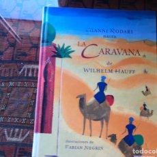 Libros de segunda mano: LA CARAVANA DE WILHELM HAUFF. GIANNI RODARÍA. ILUSTRACIONES DE FABIÁN NEGRIN. Lote 195060375